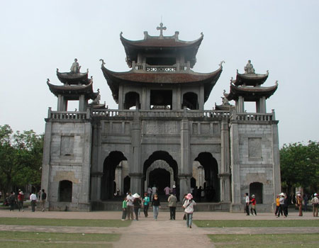 the famous churches in Vietnam