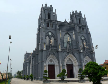 Top famous churches in Vietnam