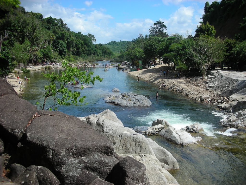 Top 5 spectacular streams in Khanh Hoa Province