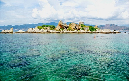 Discovering lobster island of Binh Ba